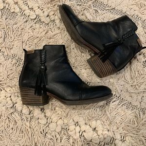 Black Pikolinos booties